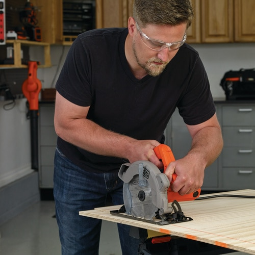 Black and Decker - 13 Amp Circular Saw with Laser - BDECS300C