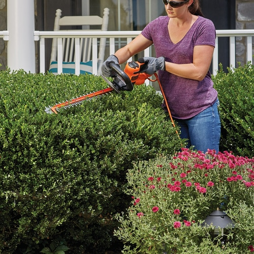 Black and Decker - 22 in SAWBLADE Electric Hedge Trimmer - BEHTS400