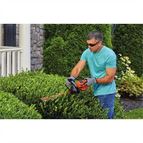 Black and Decker - 18 in Electric Hedge Trimmer - BEHT200