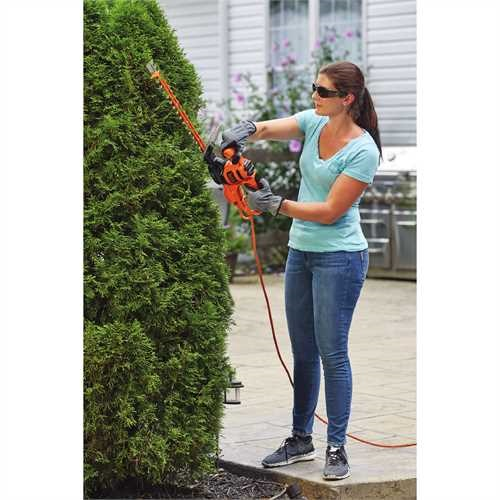 Black and Decker - 16 in SAWBLADE Electric Hedge Trimmer - BEHTS125