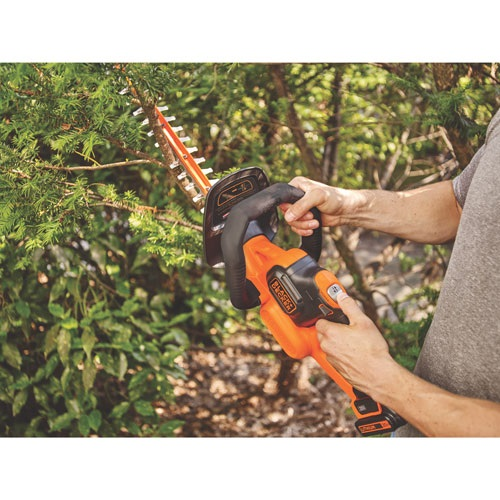 Black and Decker - 20V MAXLithium 22 in POWERCUT Hedge Trimmer - LHT321